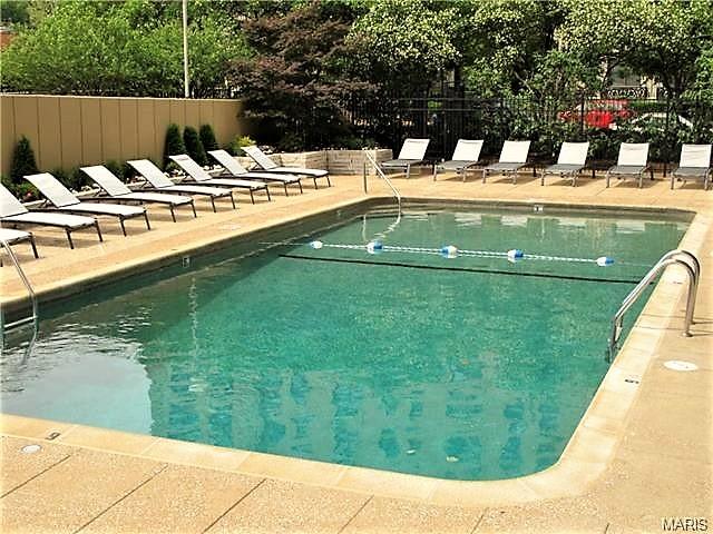 Pool Executive House