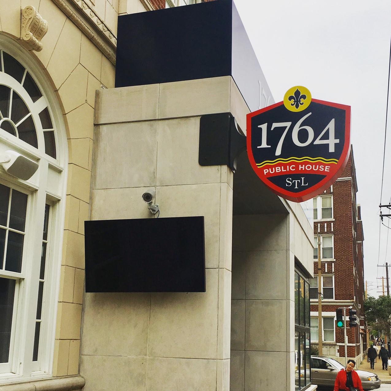 1764 Public House - Central West End Living 3