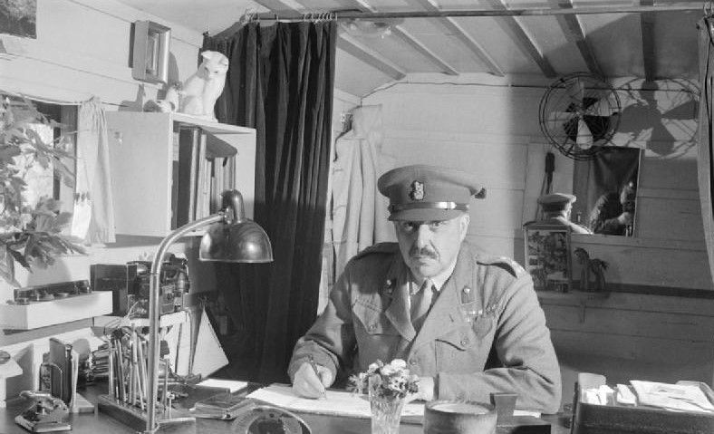 Brigadier Glyn Hughes at Bergen-Belsen, 1945. Credit: McArdle (Sgt), No. 5 Army Film & Photographic Unit, War Office Second World War Official Collection via Wikimedia Commons.