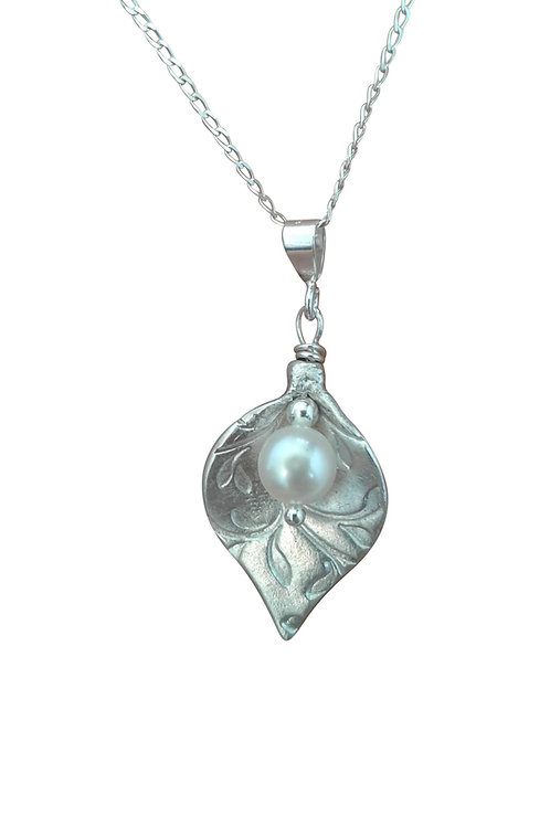Fine Silver Arum Lily necklace - Pearl
