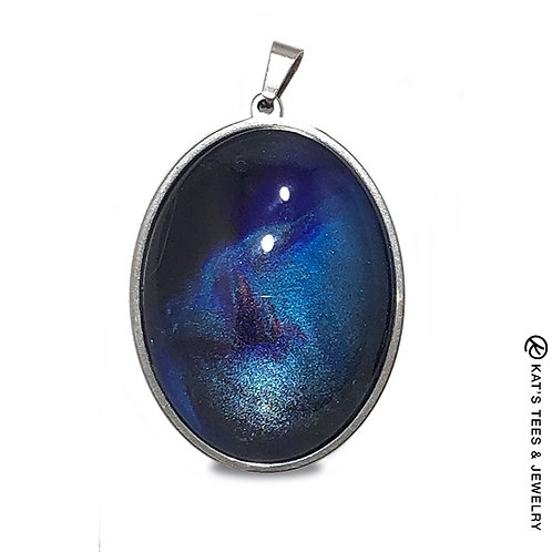 Oval stainless steel pendant in sapphire blues