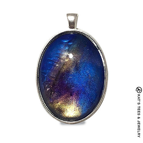 Oval pendant in sapphire blues