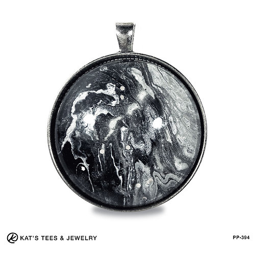 Large artistic pendant with glitter in black and white