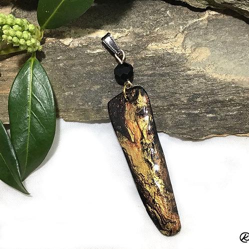 Eye-catching slate pendant in metallic earthtones