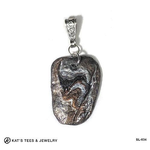 Gorgeous slate pendant in earthtone metallics