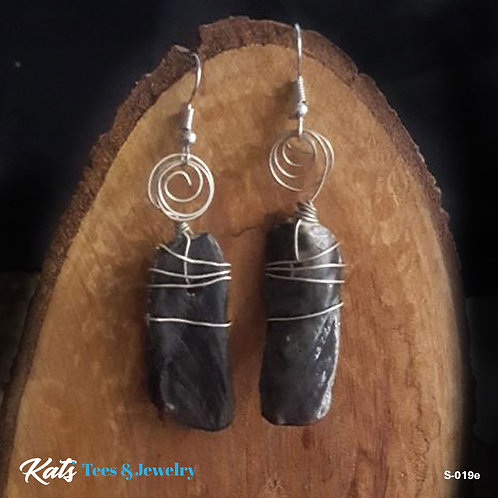 Adorned Shell earrings - simple black with silvertone wirework