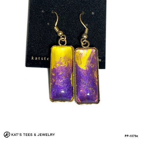 Eye-catching purple earrings in stainless steel with hints of glitter