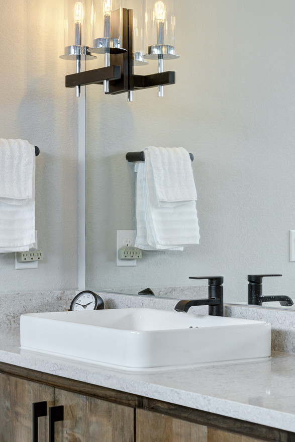 2 Williams Lakeshore Master Bathroom