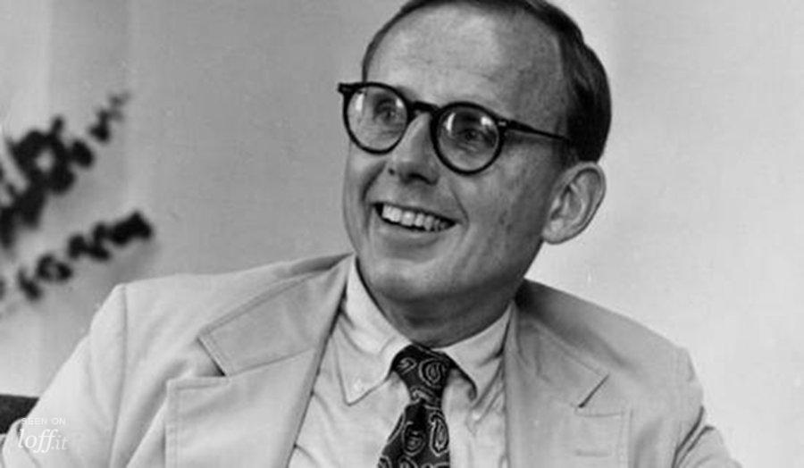 صامويل فيليبس هنتنجتون (18 أبريل 1927 - 24 ديسمبر 2008) (إنجليزية:Samuel Phillips Huntington) كان عالماً سياسياً أميركياً، بروفسور في جامعة هارفارد