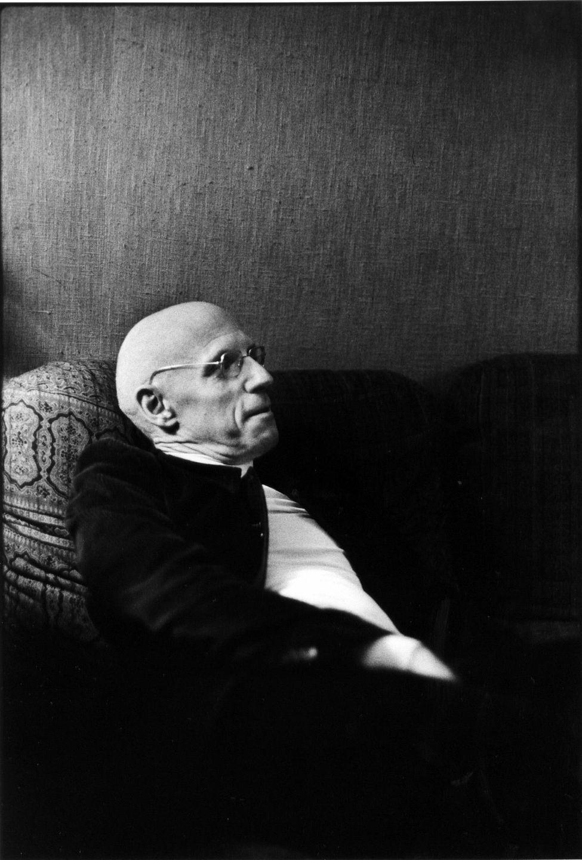 ميشال فوكو (1926 - 1984) فيلسوف فرنسي، يعتبر من أهم فلاسفة النصف الأخير من القرن العشرين