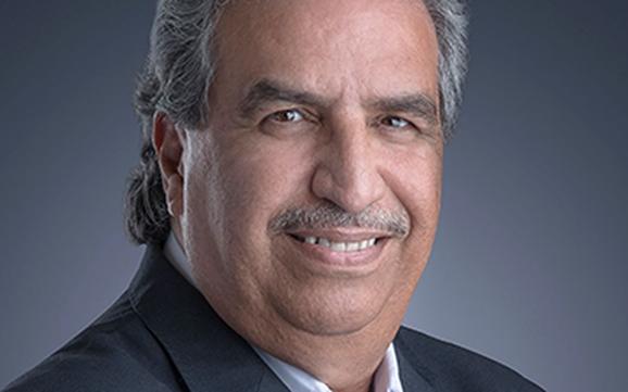 لقاص والروائي والمترجم المتخصص في الآداب و الثقافات الأجنبية  الأستاذ عبدالقادر عقيل .