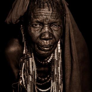 نساء قبيلة الأربوري ...