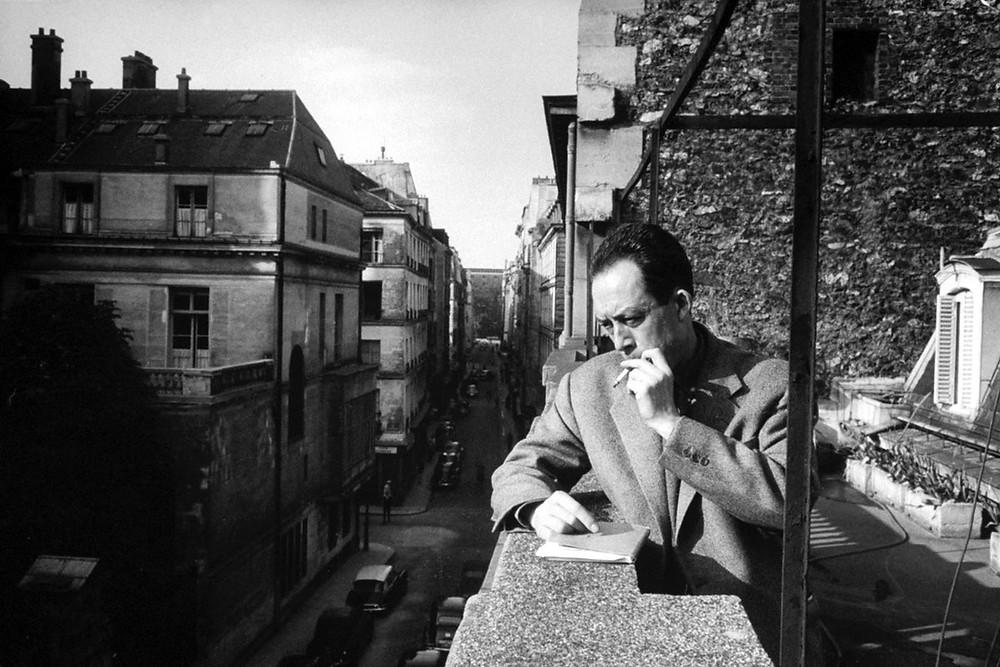لبير كامو (7 نوفمبر 1913 - 4 يناير 1960) فيلسوف وجودي وكاتب مسرحي وروائي فرنسي-جزائري
