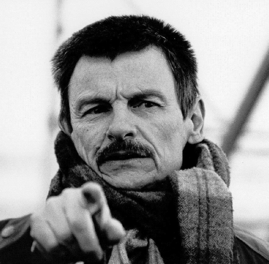 أندري تاركوفسكي - مخرج وممثل وكاتب روسي، منظر سينمائي ومدير أوبرا.
