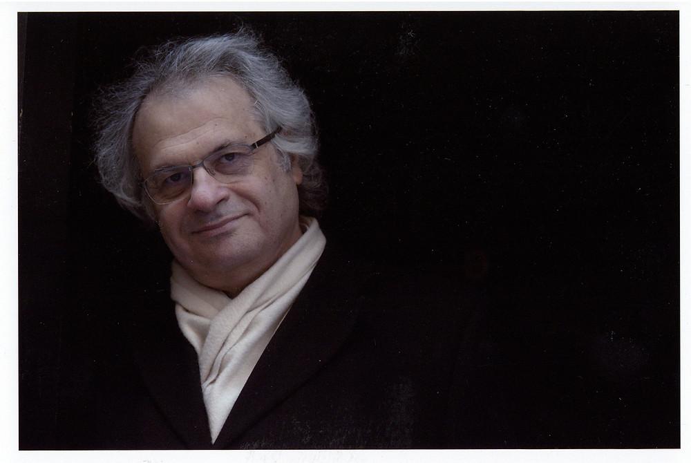 أمين معلوف أديب وصحافي لبناني ولد في بيروت في 25 فبراير 1949 م