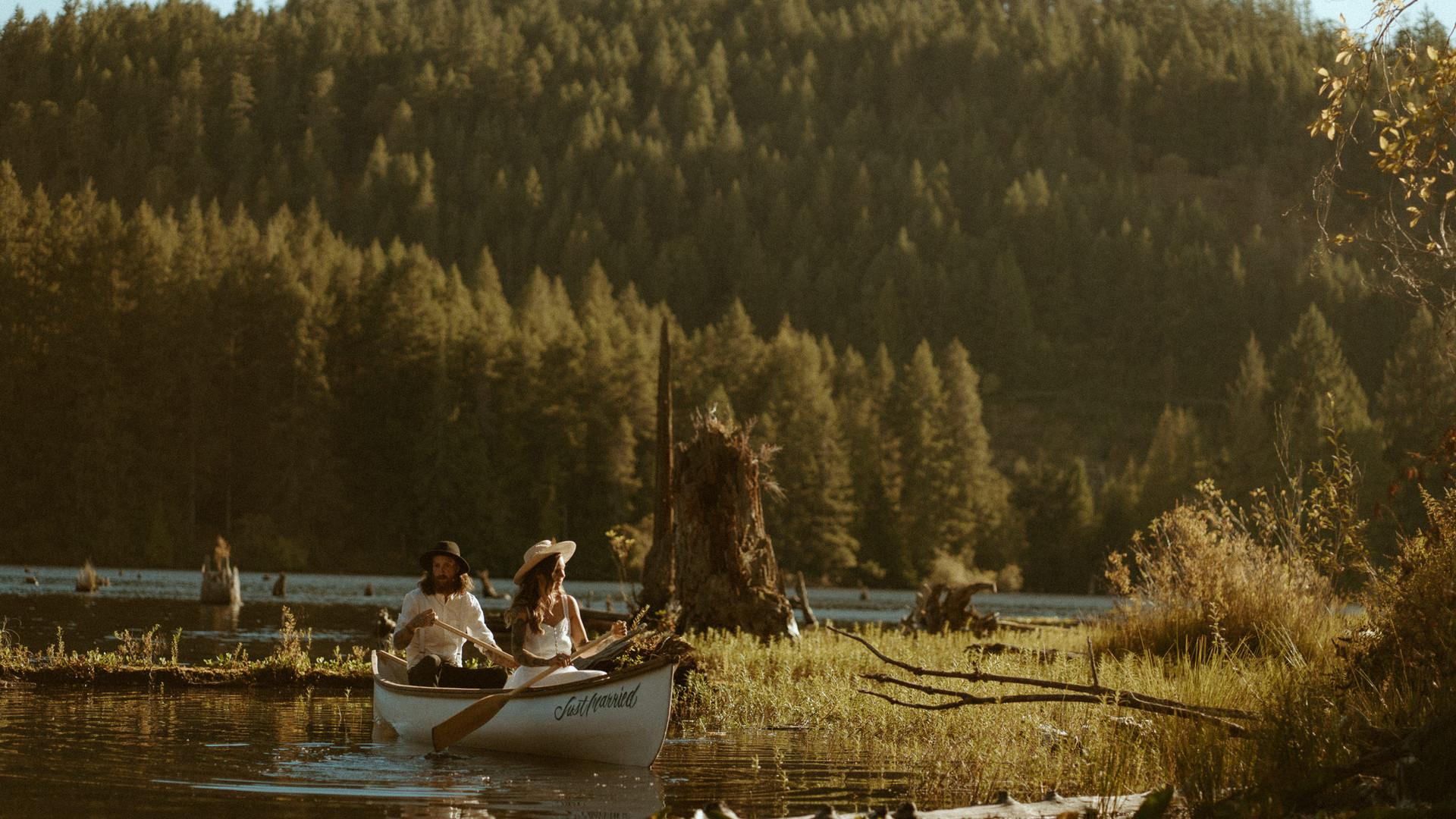 laceyjordan-nanaimo-canoeelopement.jpg