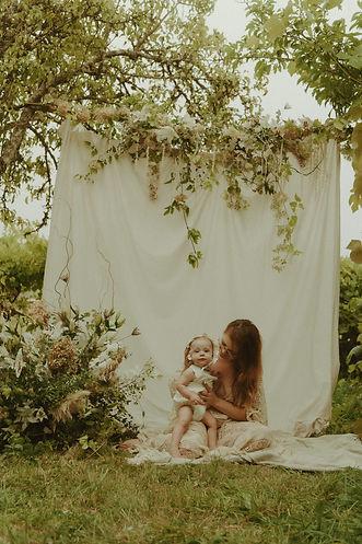 motherhoodsession-julia-keatingfarm-2.jp