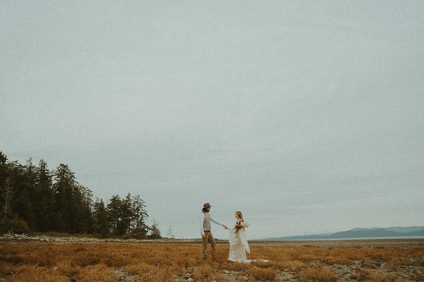 boho-elopement-sheworeflowers-nikkiholle