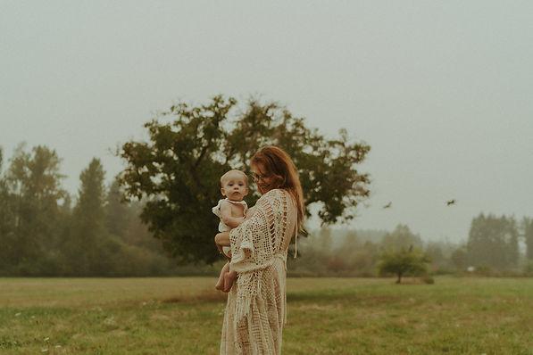 motherhoodsession-julia-keatingfarm-5.jp