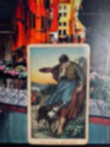 Тройка Мечей - карта дня! Погадайте бесплатно онлайн, выберите карту и получите бесплатный совет карт Таро на сегодня от таролога Алёны Панфиловой. Вытащите одну карту из колоды Таро. Гадание на одну карту Таро онлайн. Карта Таро расшифровка и толкование. Бесплатное гадание в Таро Кафе - Карта Дня.