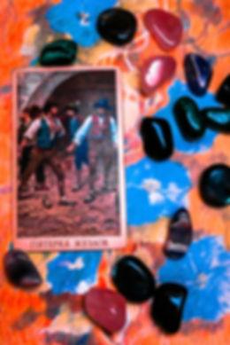 Погадайте бесплатно онлайн, выберите карту и получите бесплатный совет карт Таро на сегодня от таролога Алёны Панфиловой. Карта Дня Пятерка Жезлов. Вытащите одну карту из колоды Таро. Погадайте на одну карту Таро онлайн. Карта Таро  расшифровка и толкование. Бесплатное гадание в Таро Кафе - Карта Дня.