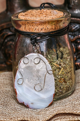 Друза агата с кристаллами горного хрусталя
