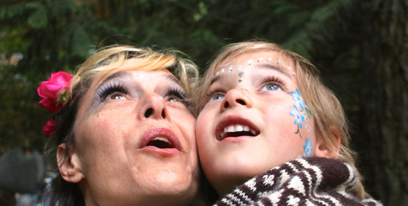 A Mid-Summer Nights Dream -Back Stage - The awe of the forest - Fairies (Tiff Wightman & Piper Wightman)