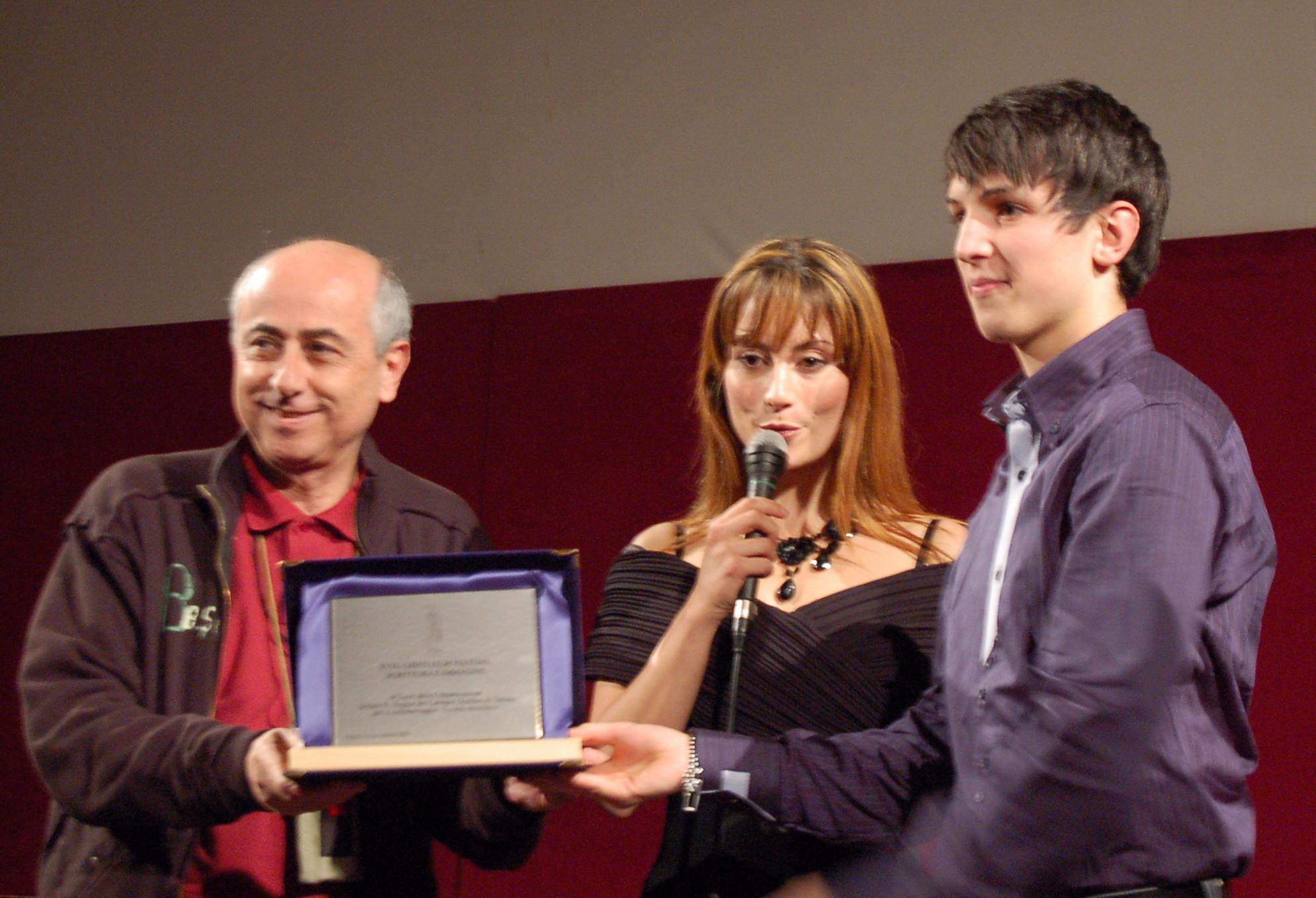 Roberto Faenza premia Giacomo Ferrar