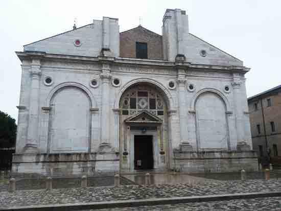 Leon Battista Alberti recupera il modello dell'Arco di Costantino.