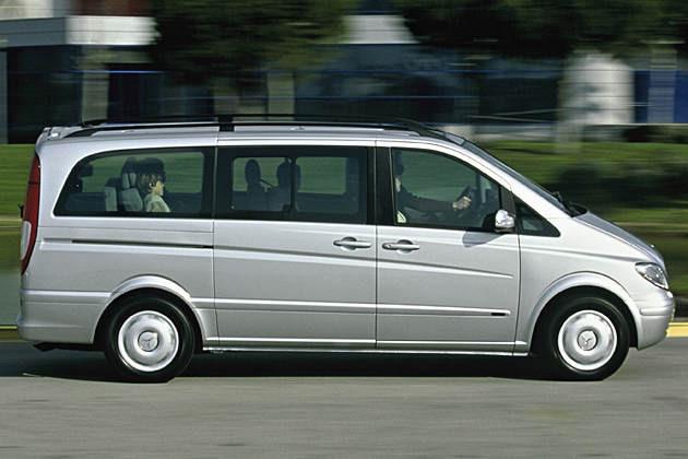 سيارة متوسطة للجولات السياحية للعائلات