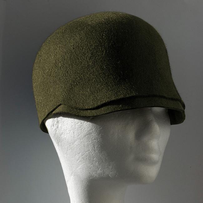 9. Zöld, ellenzős formázott téli kalap