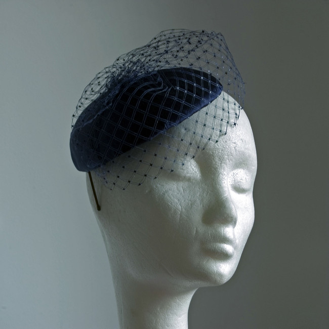 6. Selyemmel bevont alkalmi kalap