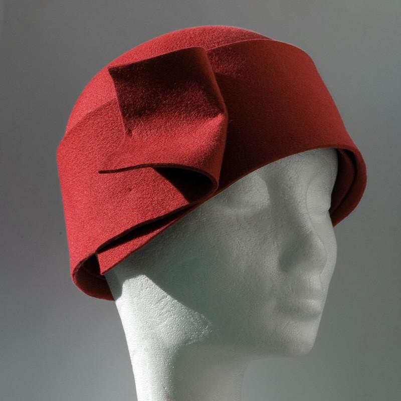 8. Piros karima nélkküli téli kalap