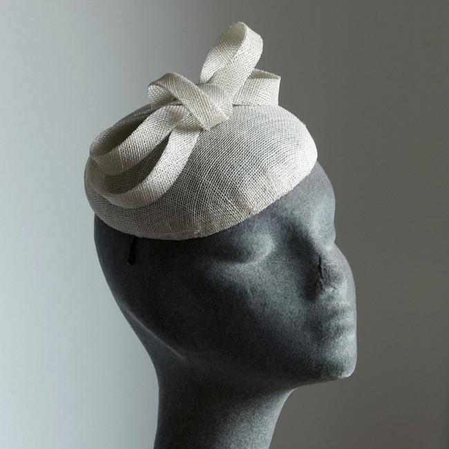5. Tört fehér sinamay alkalmi kalap