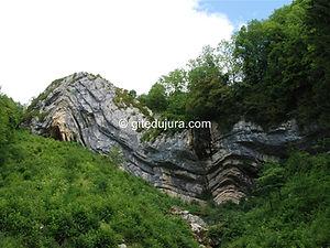 Septmoncel - Chapeau de gendarme - Location de gîtes vacances en montagne Haut-Jura