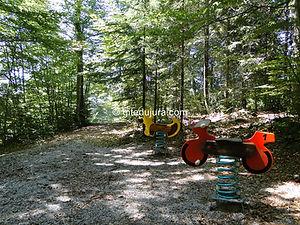Foncine le haut - Les Arboux - Jeux pour enfants - Location de gîtes vacances en montagne Haut-Jura