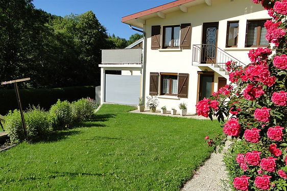 Gite 1805 classified 2 ears - Rental of cottages for holidays in the High-Jura mountains