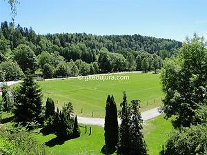 Foncine le haut - Terrain de football - Location de gîtes vacances en montagne Haut-Jura