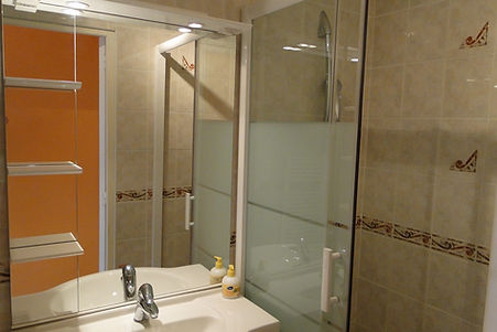 Gite 1805 - Bathroom - Rental of cottages for holidays in the High-Jura mountains