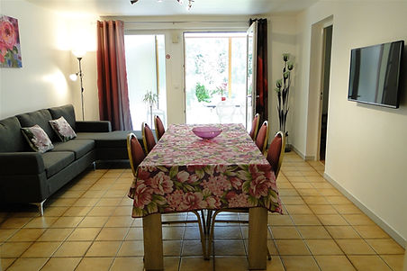 Gite 1804 - Kitchen, Dining room, Living room - Rental of cottages for holidays in the High-Jura mountains
