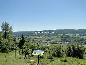 Foncine le haut - Botanical trail- View of the village - Rental of cottages for holidays in the High-Jura mountains