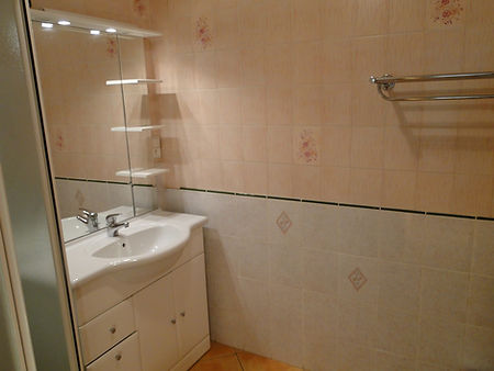 Gite 1804 - Bathroom - Rental of cottages for holidays in the High-Jura mountains