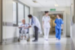 couloir-hopital-patient-medecin-infirmie
