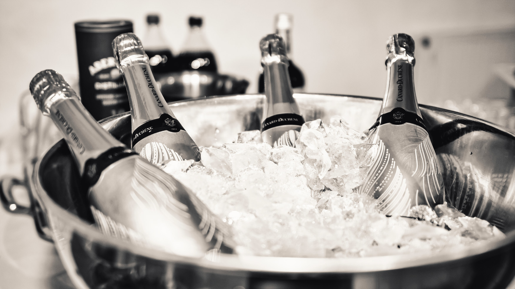 mariage champagne vin d'honneur monochrome Natural Art Shot naturalartshot