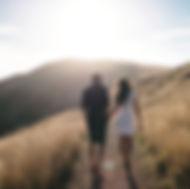 Caminhada romântica em Sunset