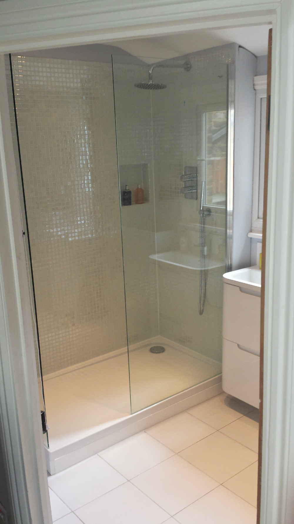 Shower Tray With Glass Enclosure