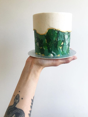 Signature fault line cake 4 inches