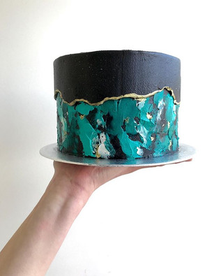 Signature fault line cake 6 inches