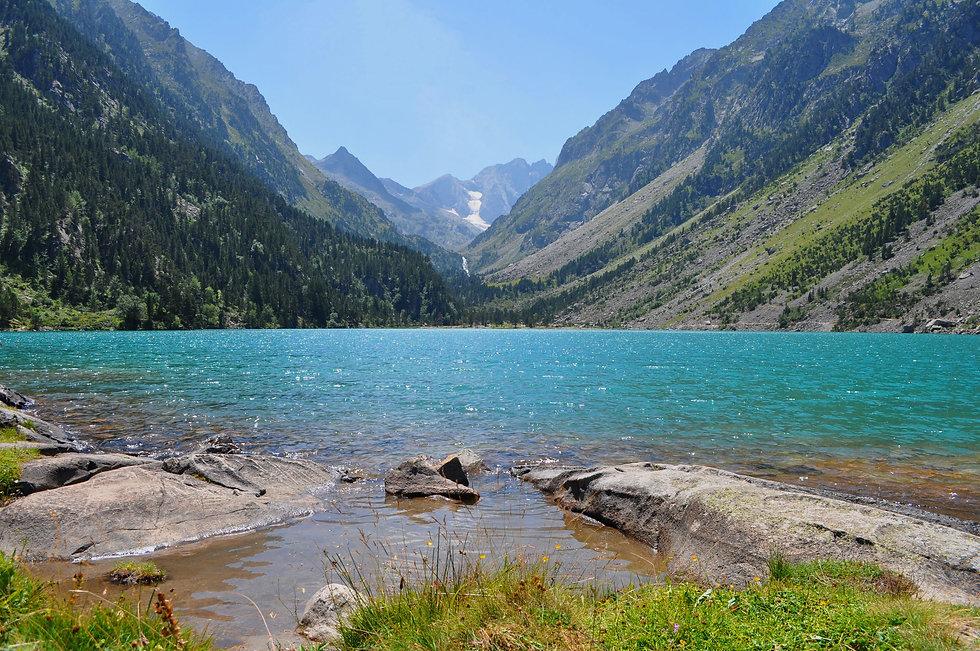 header-mountains-lake-pyrenees2.jpg