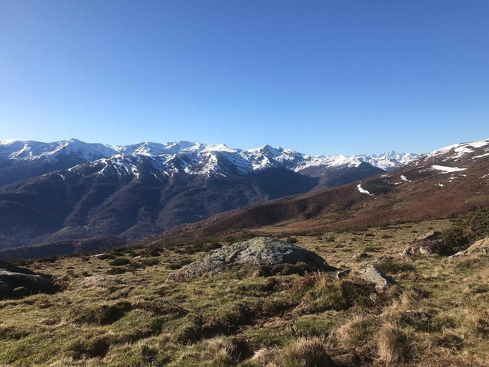 header-mountains-lake-pyrenees3.jpg